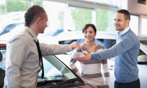Để một chiếc ôtô được lăn bánh, cần trả thêm những loại phí nào?