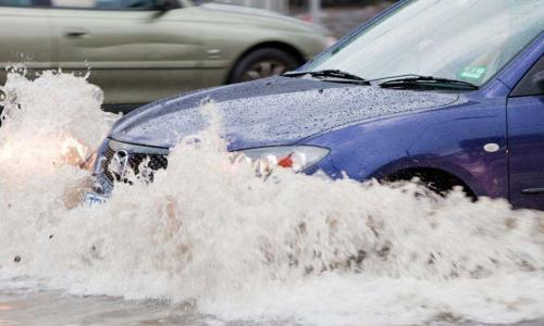 Những lưu ý khi lái xe vùng ngập nước và cách xử lý