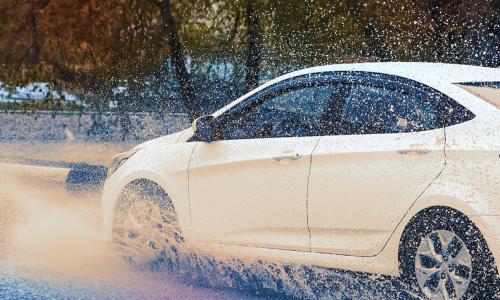 Trượt nước, nỗi ám ảnh của tài xế khi trời mưa